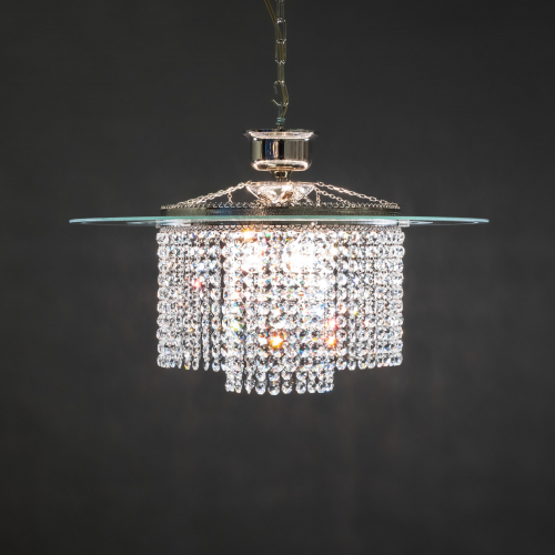 The modern and authentic crystal lamp Mirror 3. This trendy chandelier with a modern twist catches the eye.