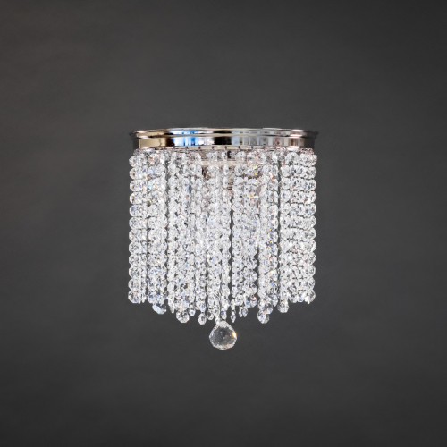 Modern crystal lamp Plafond Ice combines a modern crystal lamp and a historic chandelier into a beautiful whole.