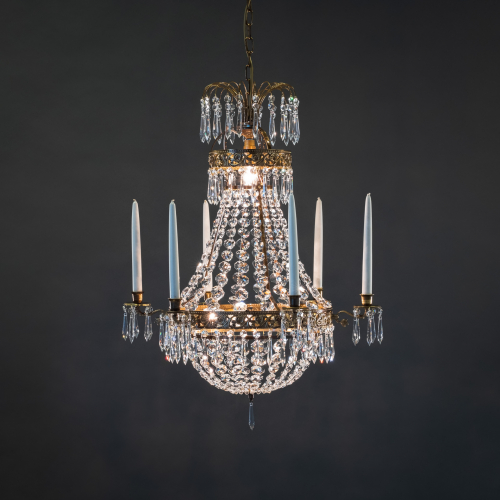 The classic model of crystal chandeliers, the Empire 6060, is an eye-catching candle chandelier with numerous crystals that reflect light beautifully.
